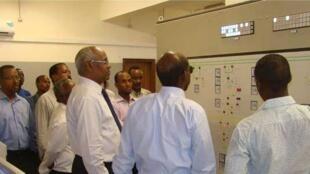 Les responsables politiques de Djibouti célèbrent l'interconnexion des réseaux djiboutiens et ethiopiens.
